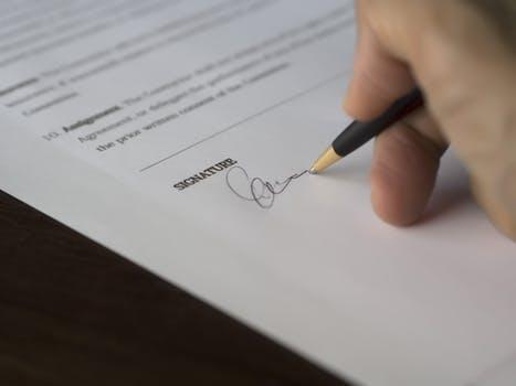 Oferta zawarcia umowy: przyjęcie, zmiana, odwołanie, opóźnienie. Umowa zawarta przez internet.