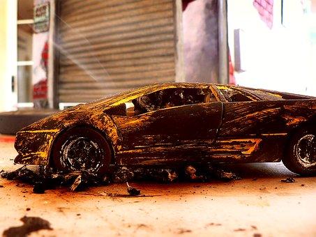 Wypadek samochodowy, a części oryginalne, używane czy zamienne jako odszkodowanie