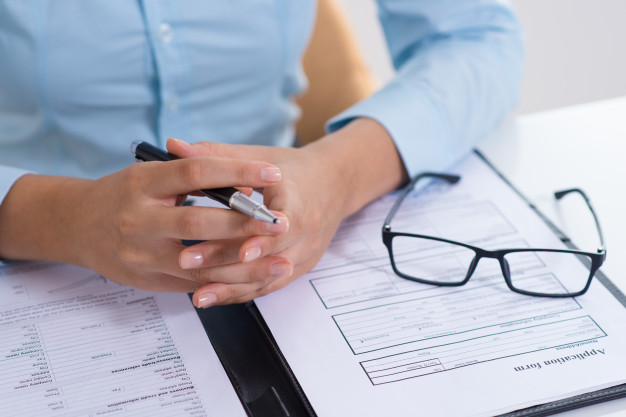 Umieszczenie na fakturze VAT klauzuli wyłączającej rękojmię, gwarancję czy odpowiedzialność