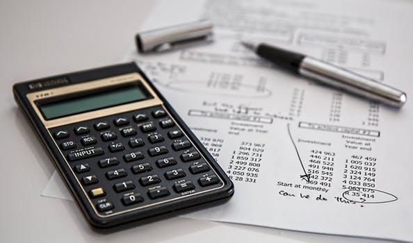 Przejęcie, kupno i sprzedaż długu, a umowa między wierzycielem, dłużnikiem i osobą trzecią