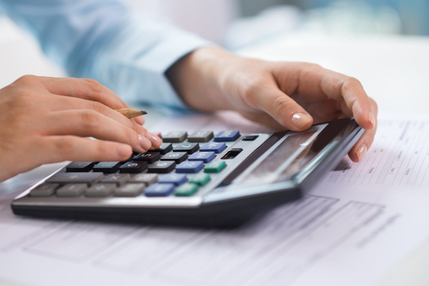 Umowa pożyczki czy kredytu pieniężnego między pożyczkodawcą i pożyczkobiorcą