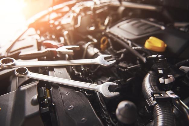 Inny silnik w samochodzie jako wada i podstawa odstąpienia od umowy albo obniżenia ceny