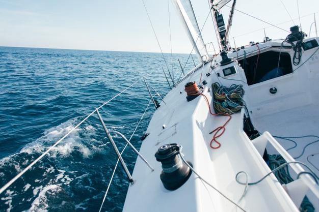 Kupno i sprzedaż kradzionej łódki albo jachtu